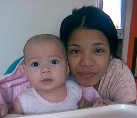 няня-филиппинка с ребенком